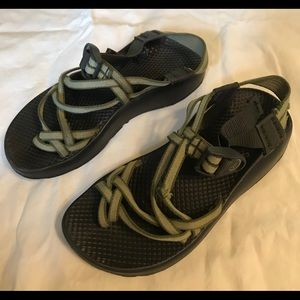 Women's Chaco Stealth Sz 6. Dark and light green.
